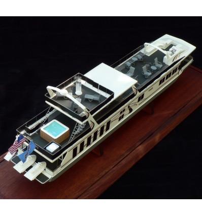 Fantasy Yachts Houseboat model built by Abordage
