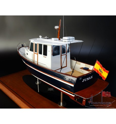 Rhea 800 Timonier boat model by Abordage