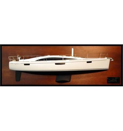 Bavaria Vision 46 half model with deck details
