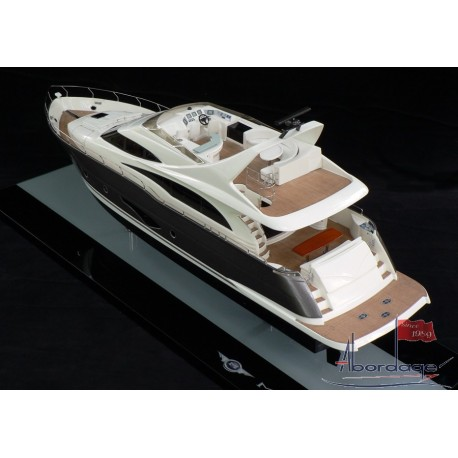 Marquis 720 Fly Bridge Model built by Abordage