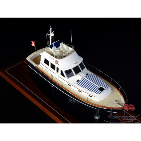 Grand Banks Eastbay 43 Flybridge desk model by Abordage