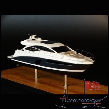 Sea Ray 590 Express desk model