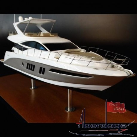 Sea Ray 650 Flybridge desk model