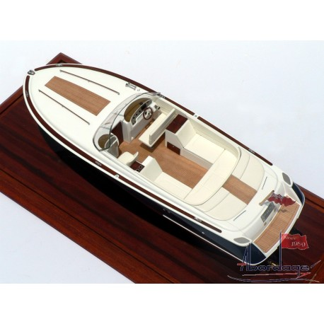 "Chris Craft 28 ""Bravery"""