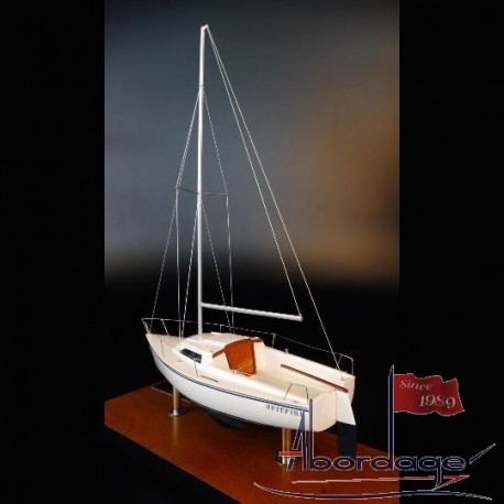 Catalina Capri 18 desk model