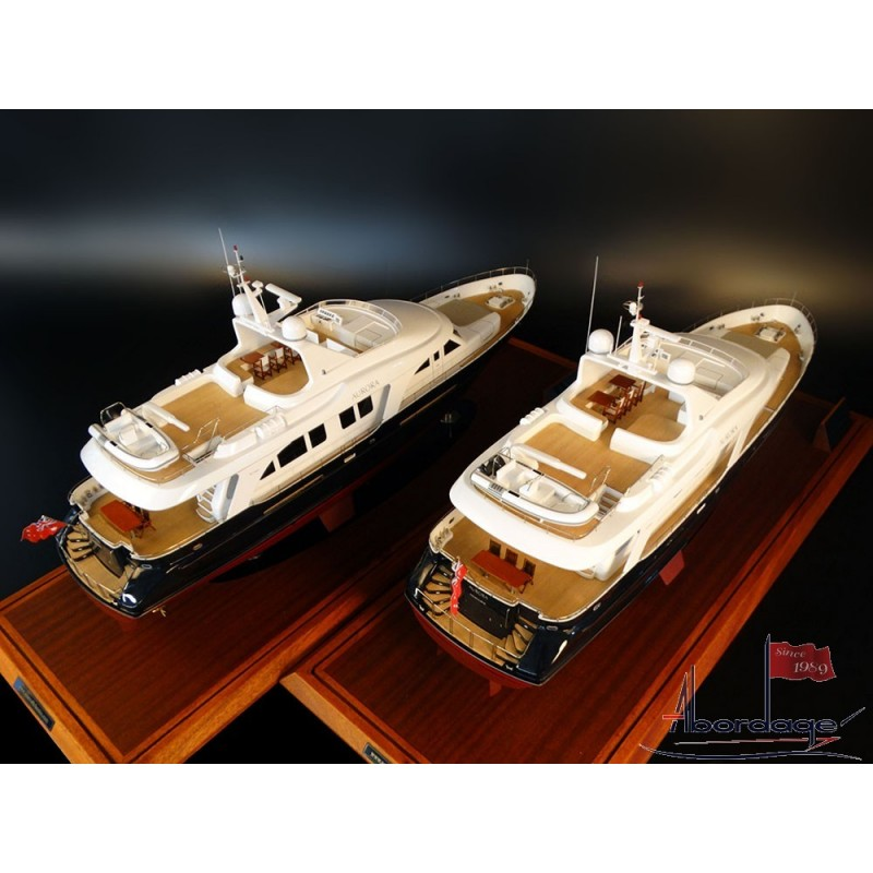 ... custom model of the Moonen 84, scale 1/32, almost 32 inches in length