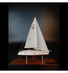 Beneteau Oceanis 473 desk model