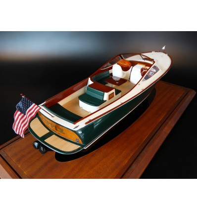 Hinckley Runabout 29 scale model