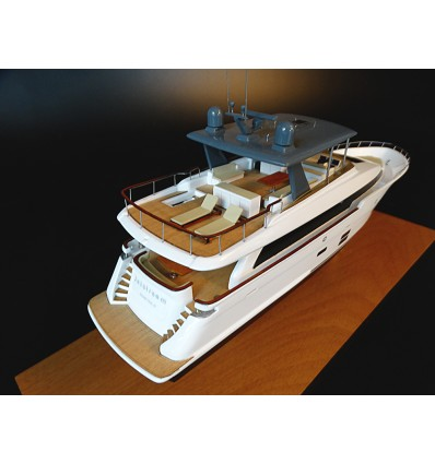 Hatteras 90 MY desk model