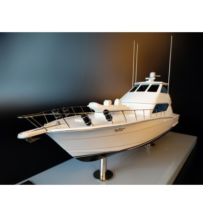 Hatteras 60 with enclosed flybridge custom model