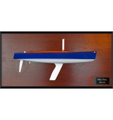 Tofinou 8 metres custom half model with deck details / Latitude 46