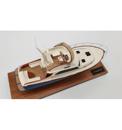 Hinckley Talaria 43 desk model