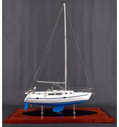 Catalina 320 desk model