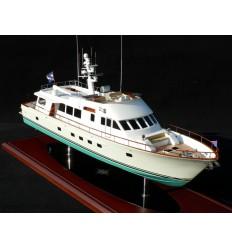 "Hunt 89' Motor Yacht ""Tumblehome"""