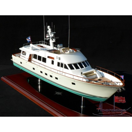 "Hunt 89' Motor Yacht ""Tumblehome"" Model by Abordage"