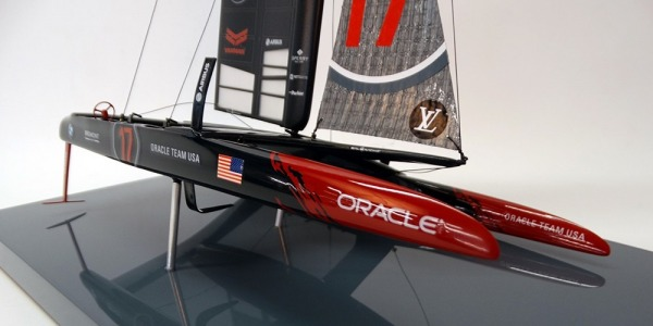 ORACLE TEAM USA '17' desk model and its display case.